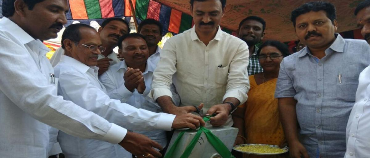 MP office in-charge inaugurates borewell