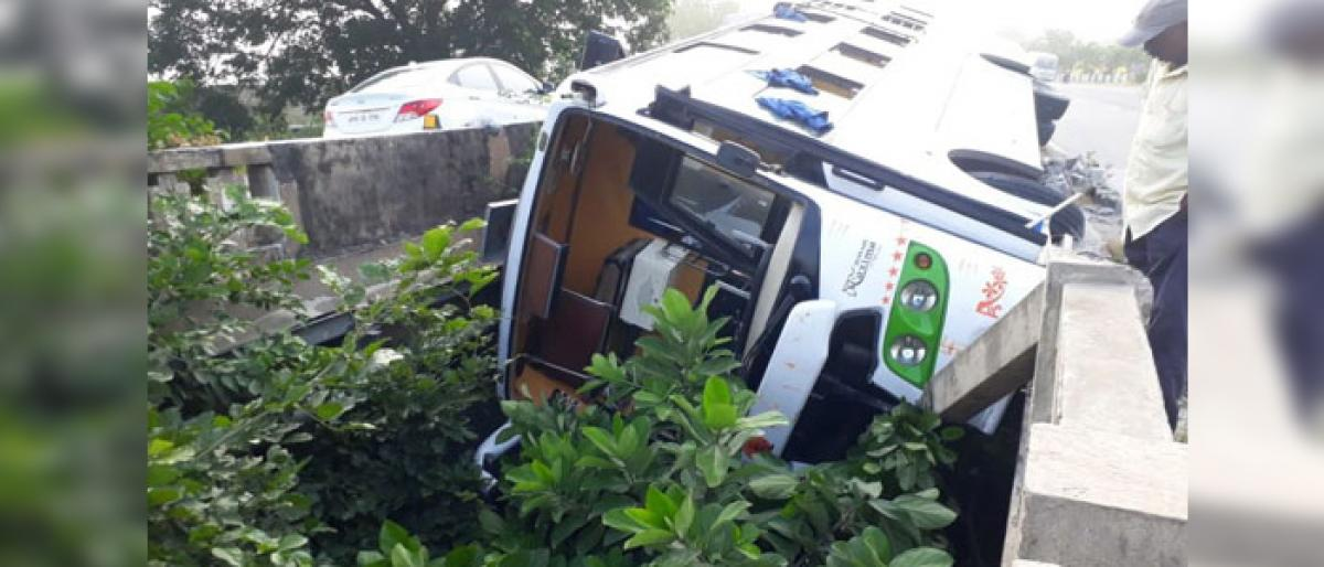 Close shave for passengers after bus stuck between bridges in Telangana