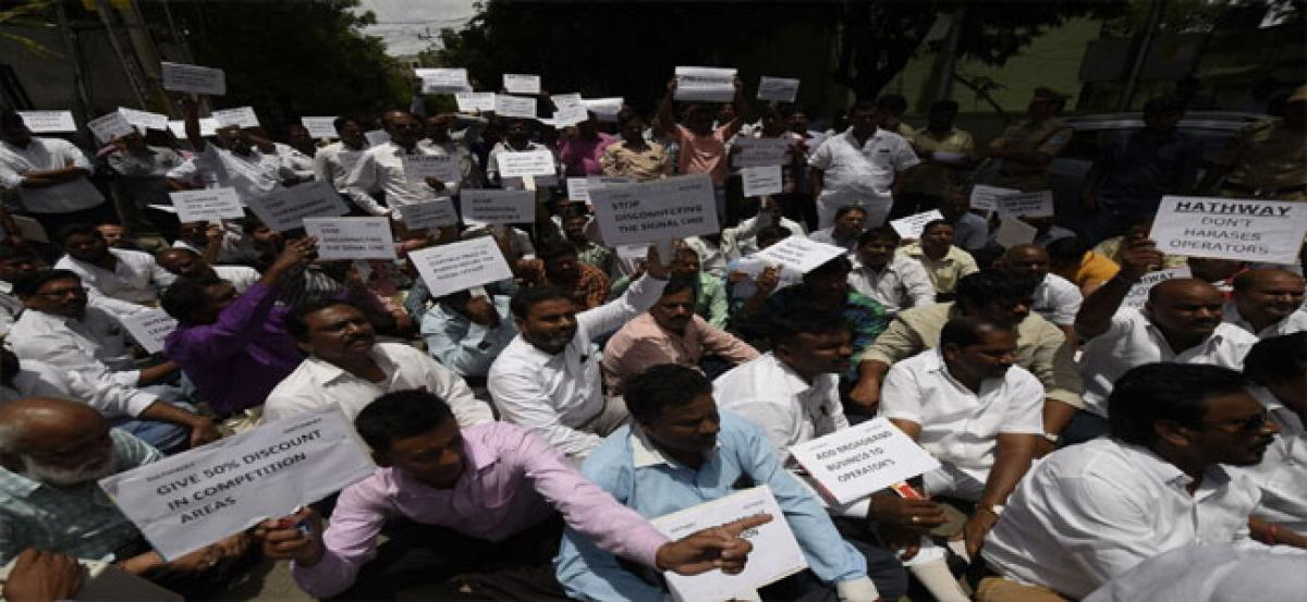 Cable operators up in arms against Hathway, MSOs