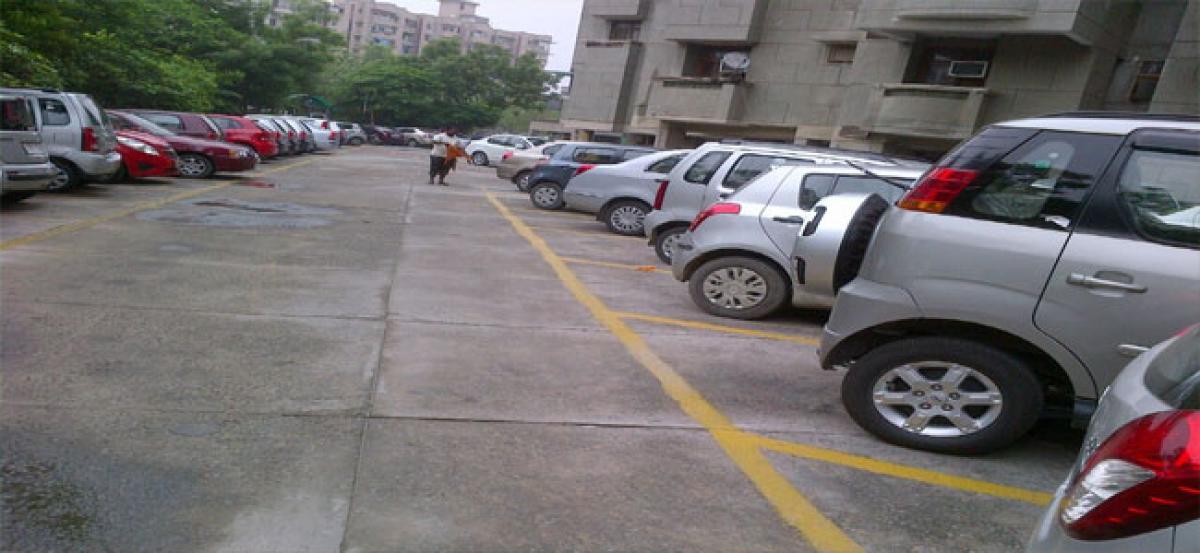 Residents demand ban on unauthorised vehicle parking