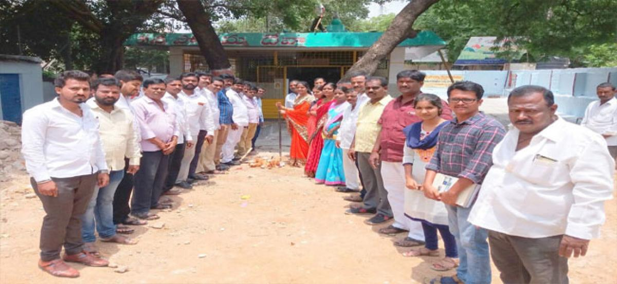 Corporator lays stone for CC Road and drainage works