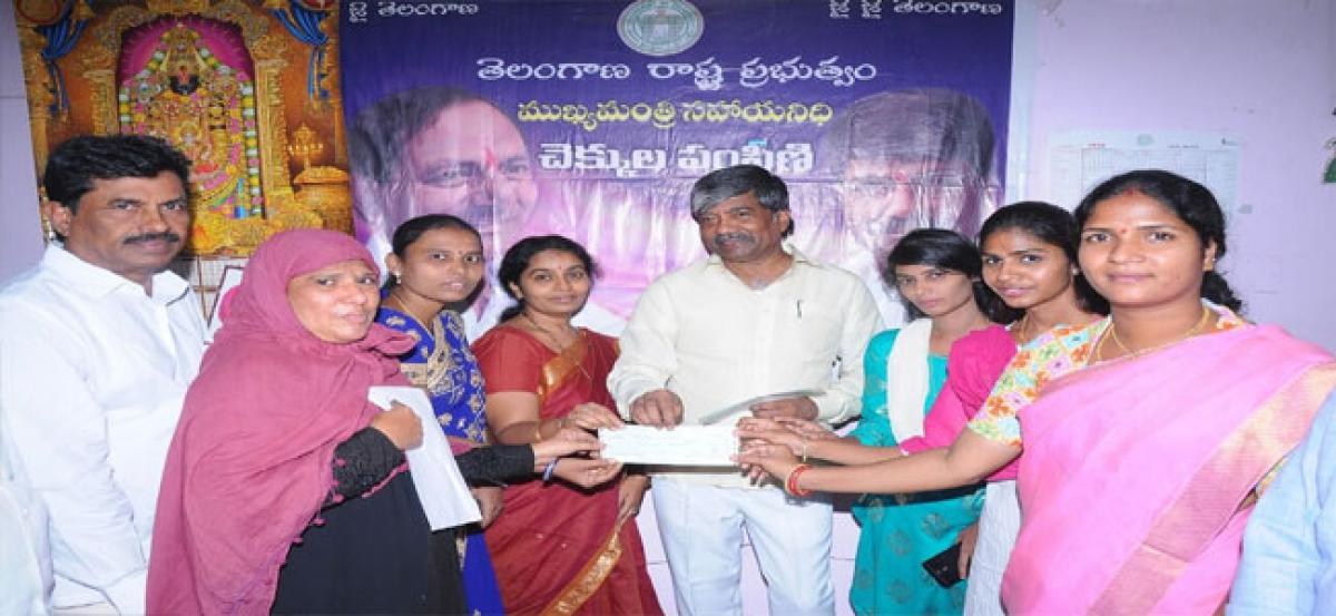 Shadi Mubarak cheques distributed to 52 Muslim families: Minister T Padma Rao