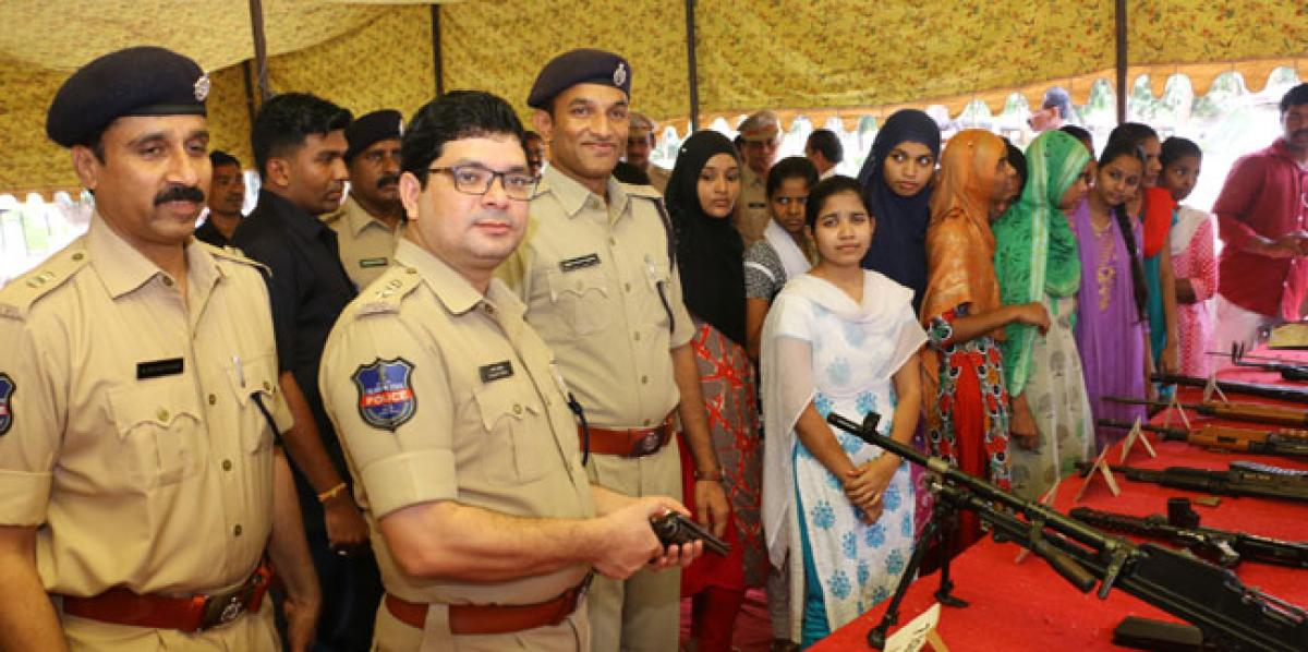 Cops remember martyred police officials