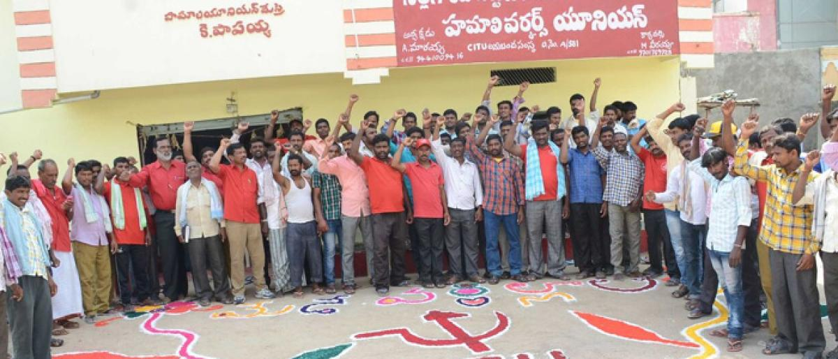 May Day fete held on grand scale; left parties flay Centre, state govt for anti-farmer policies