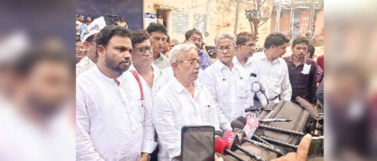 Police suppressing farmers rights, alleges CPM