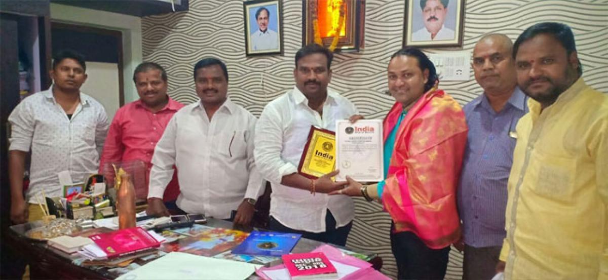 Corporator felicitates Ravin Kumar