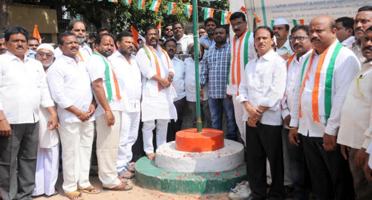 Congress pays rich tributes to Gandhi, Shastri