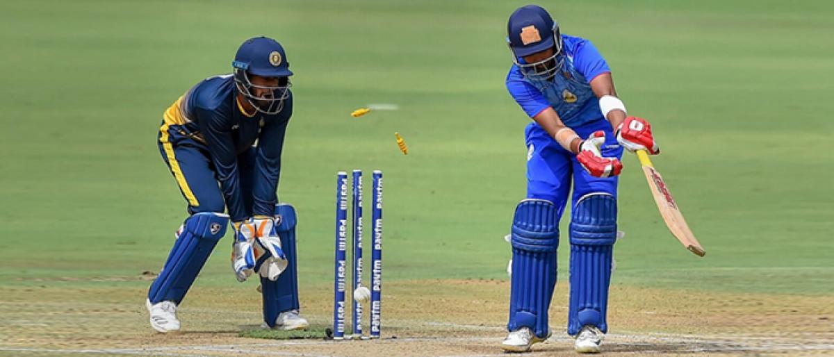 Mumbai brush aside Hyderabad Prithvi, Iyer lead Mumbai to final after bowlers' good show