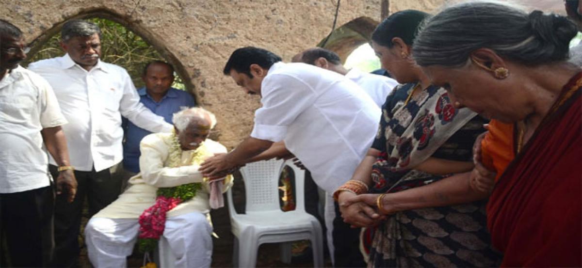 Sitharaman condoles death of Dattareya's son
