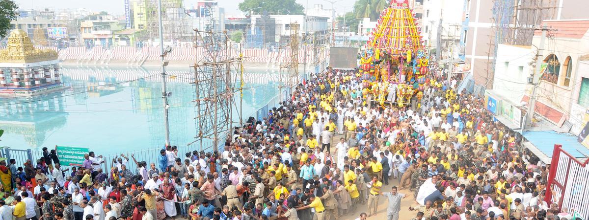 Religious fervour marks Rathotsavam at Tiruchanur