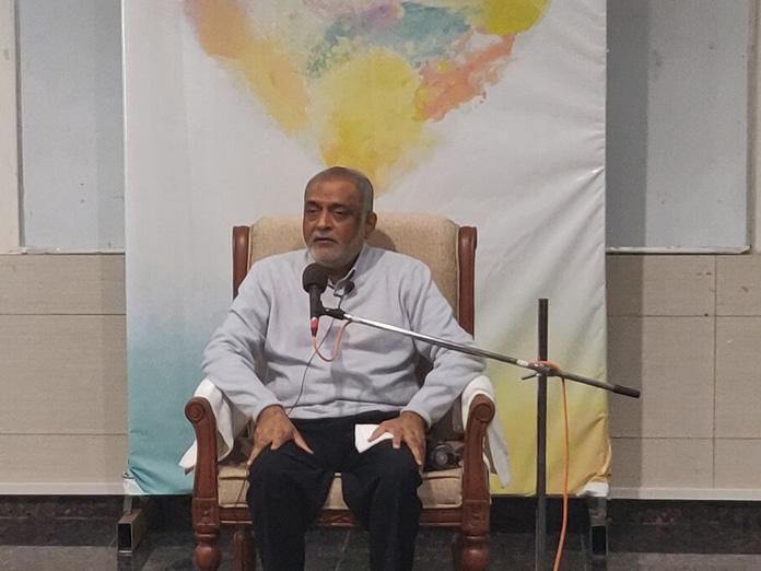 Daaji enlightens students on human integration through meditation