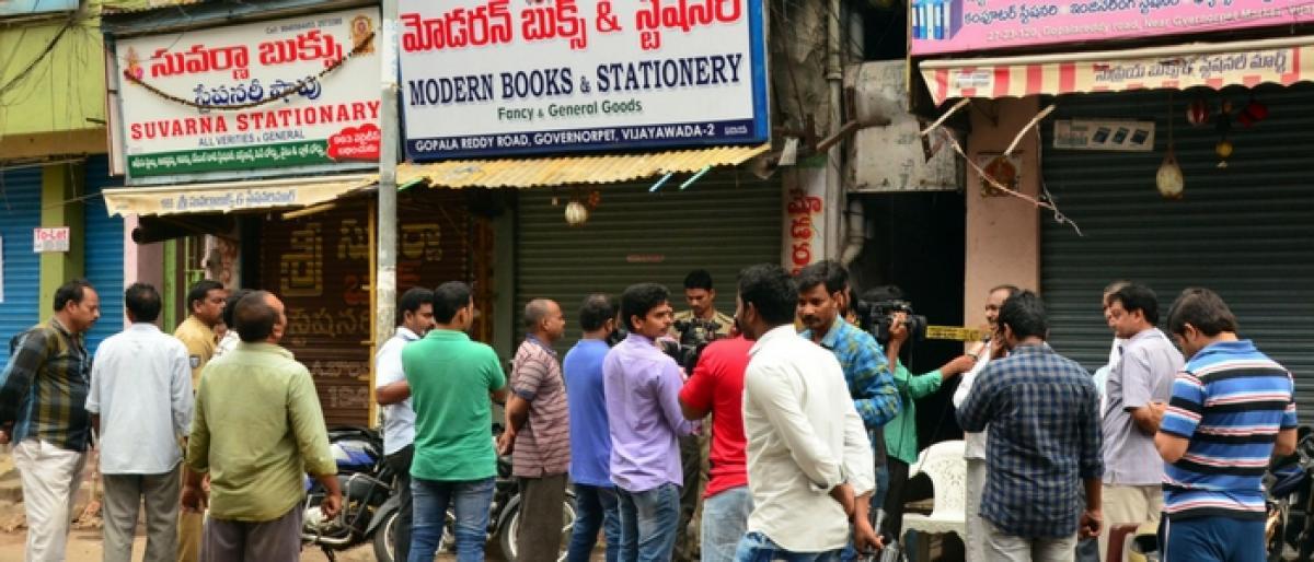 Dacoits loot 1 cr worth gold in Vijayawada
