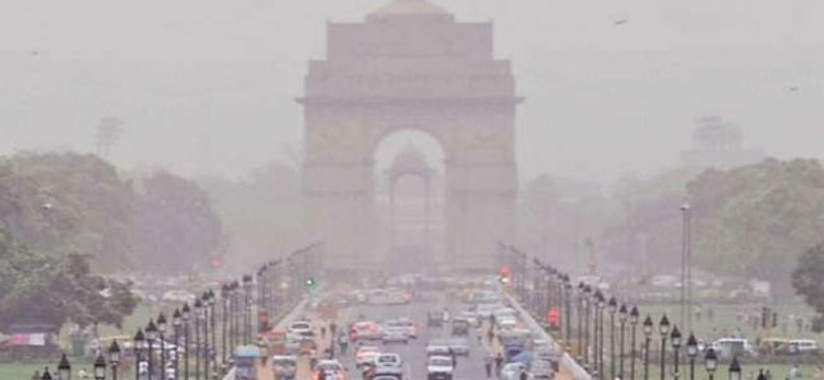 Delhi NCR: Expected light rains, may clear smog says Met officials