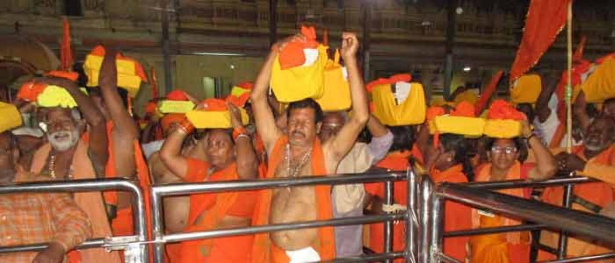 Kakinada devotees walk their way to Bhadradri