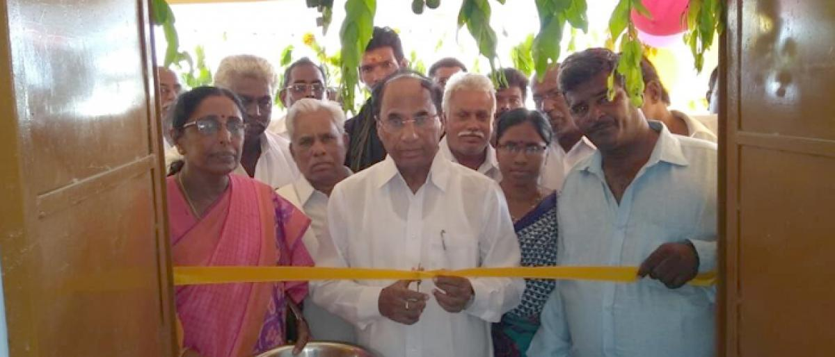 Speaker Dr Kodela Siva Prasada Rao inaugurates digital classrooms