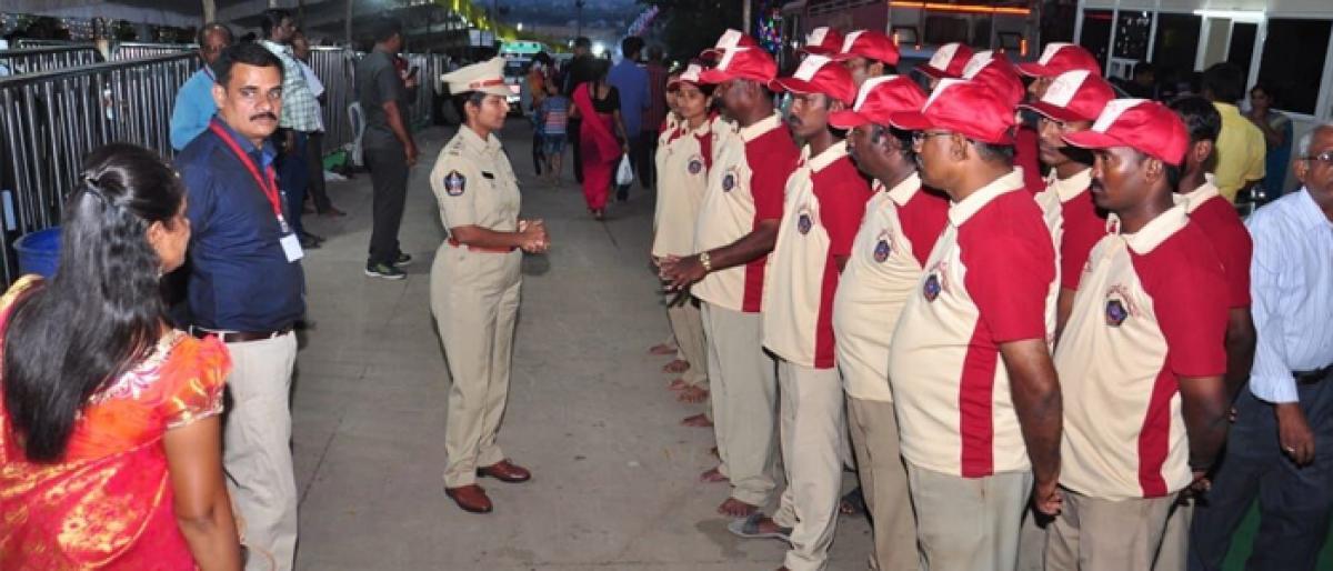 Cops don role of Bhavani Seva Dal workers