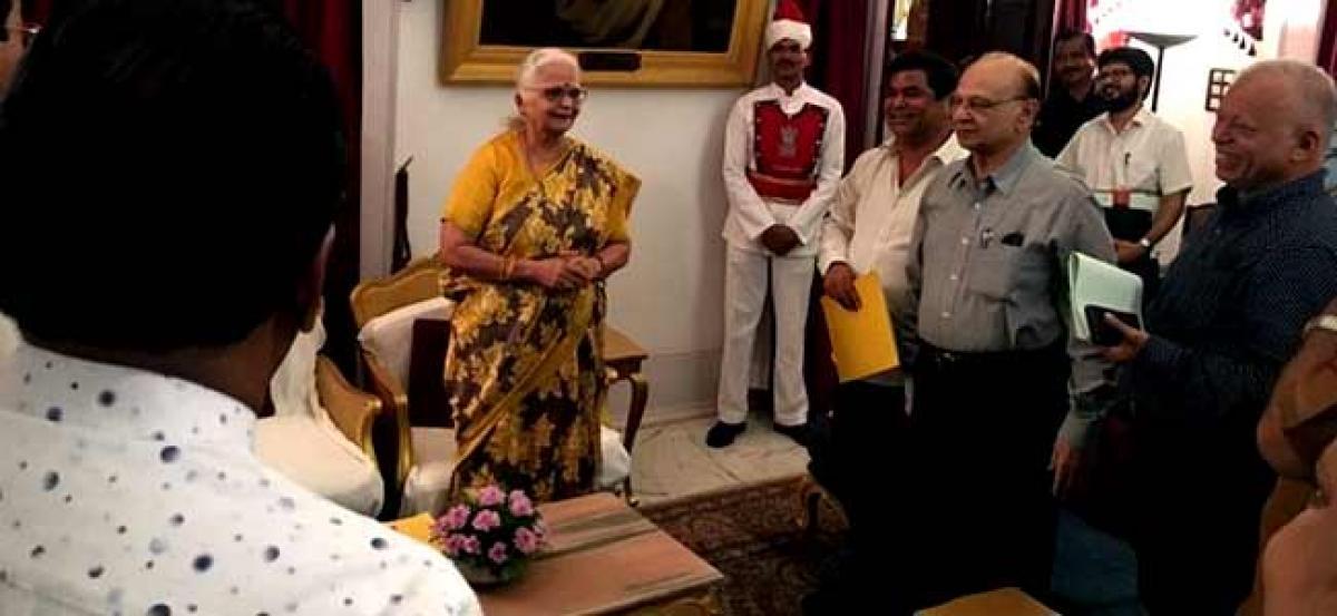 Congress meets Goa Governor, demands floor test by BJP-led govt