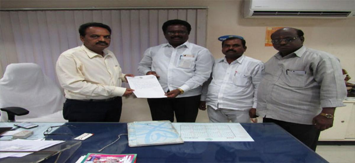 Pannala submits memorandum for funds