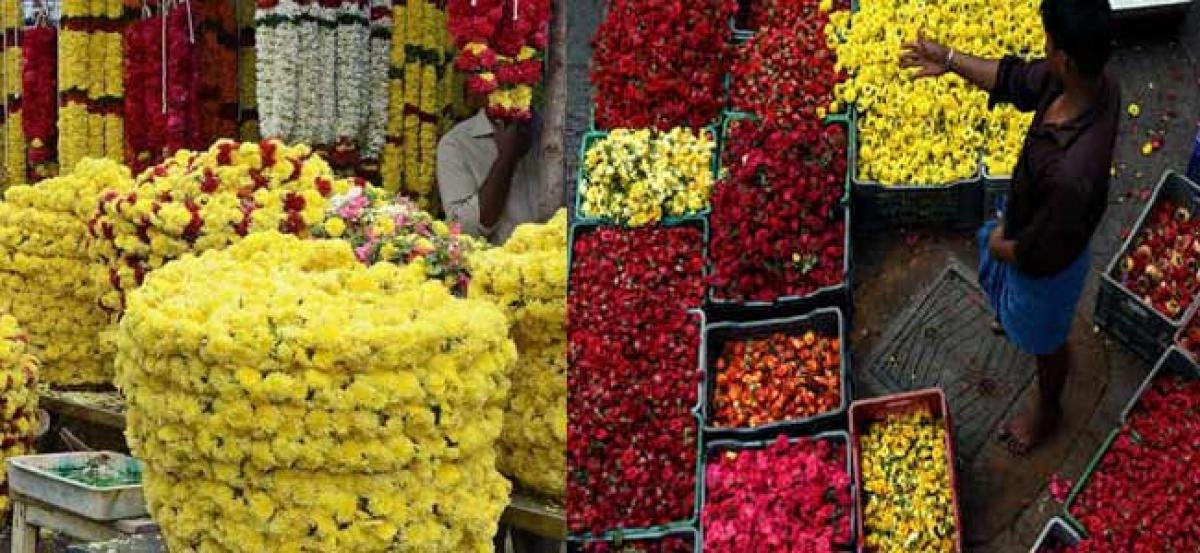Ahead of Ganesh chaturthi flower prices rise and fruit prices fall at Koyambedu