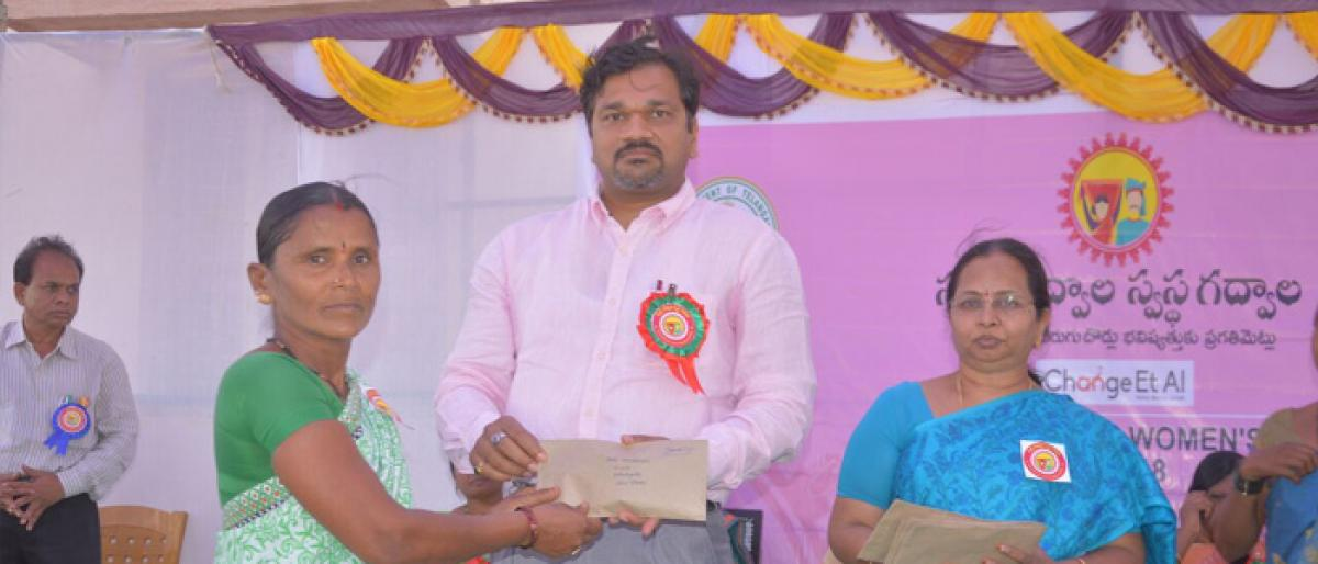 Collector grants 1.6 cr loan to women groups