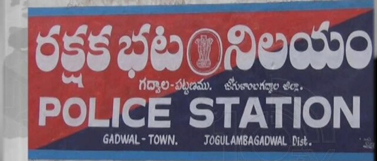 Gadwal police asks criminals to reform get rid off rowdy-sheets