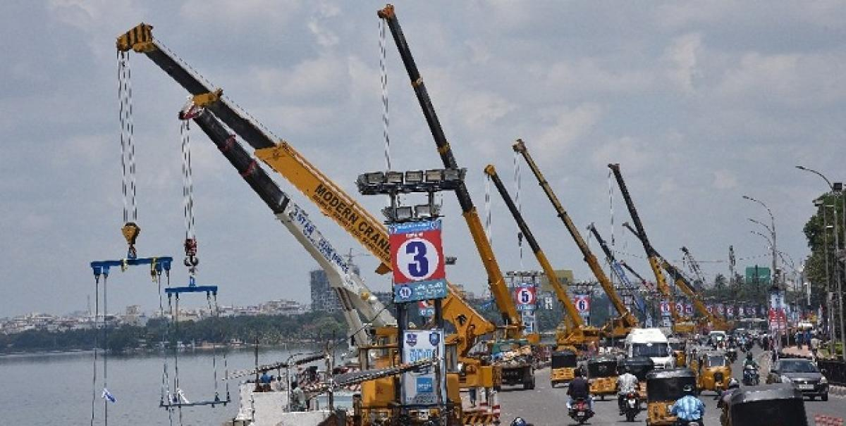 Hyderabad: Modern crane used for speedy immersion of Ganesh Idols