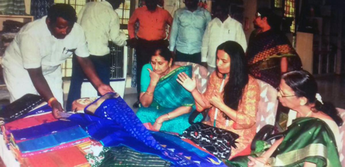Governor's wife visits handloom park