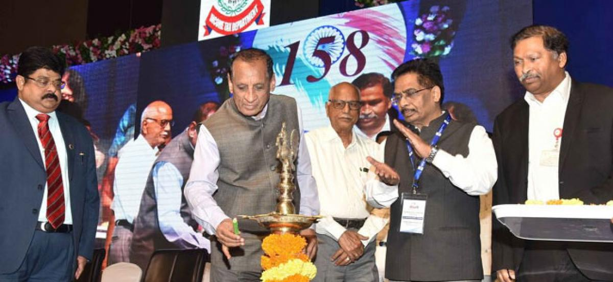 Governor Narasimhan urges tax officials to assist citizens file I-T returns online