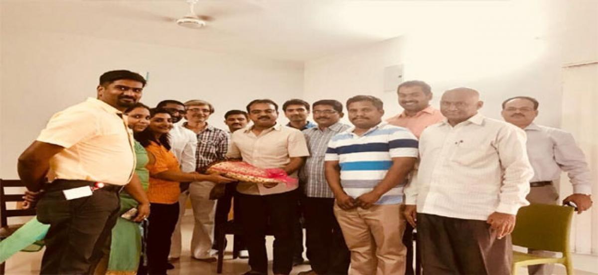 HSPA members meet Bharat Ane Nenu director