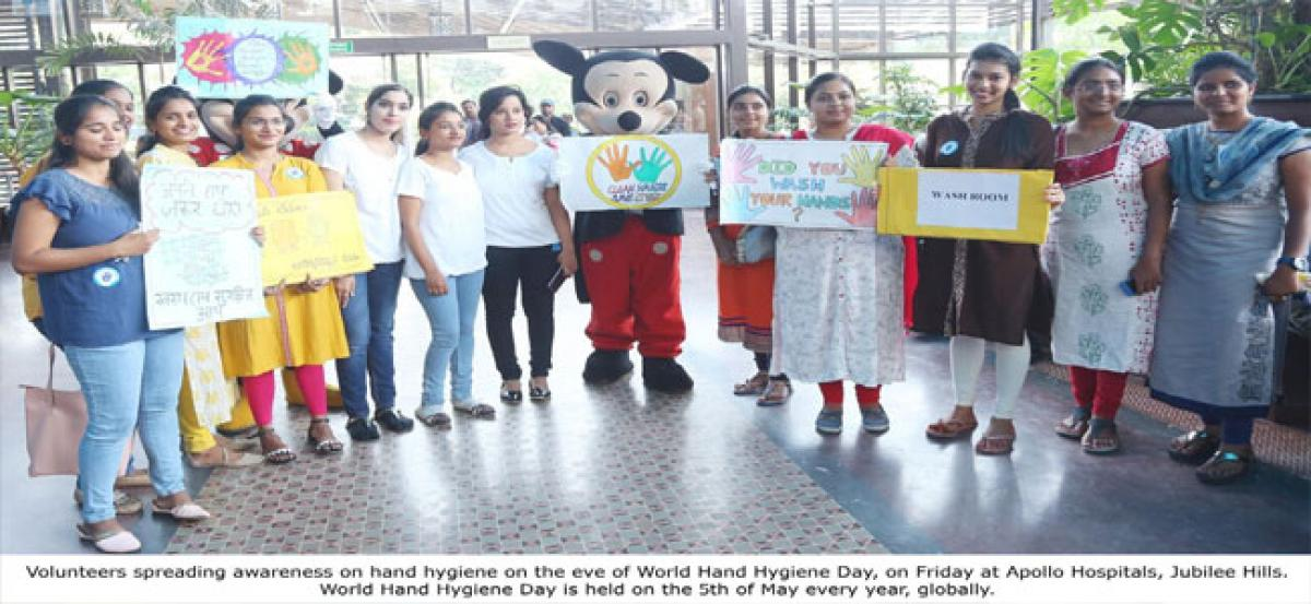 Flash mob to sensitise hand hygiene