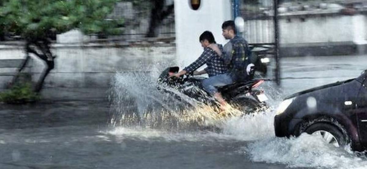 Heavy rain pounds Puducherry, normal life hit