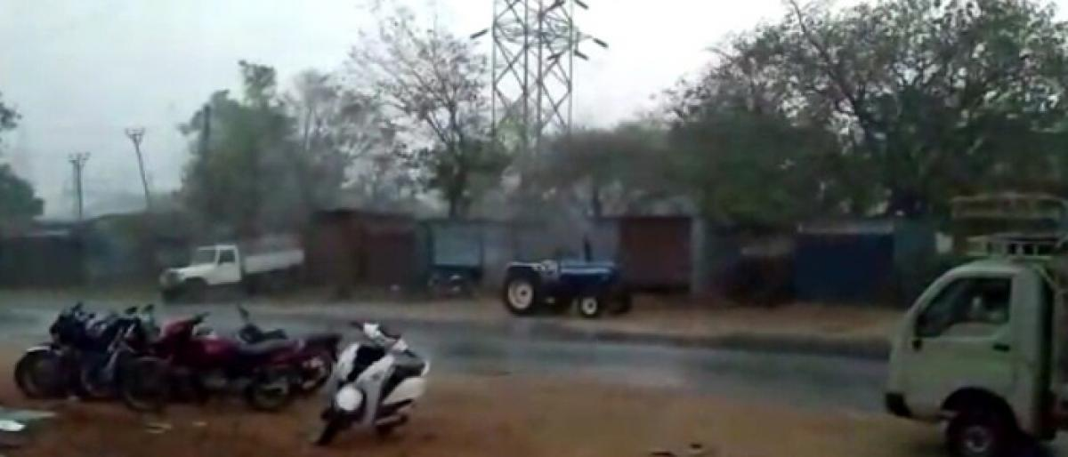 Heavy rains lashes Nagarkurnool, Mahabubnagar