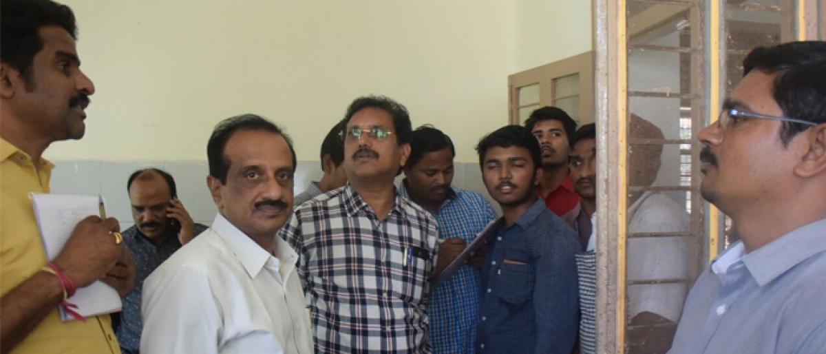 JNTU V-C visits student hostels