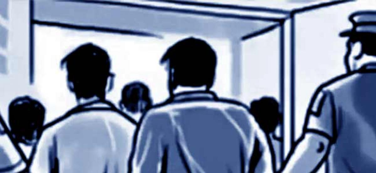 3 held for defrauding people in Hyderabad