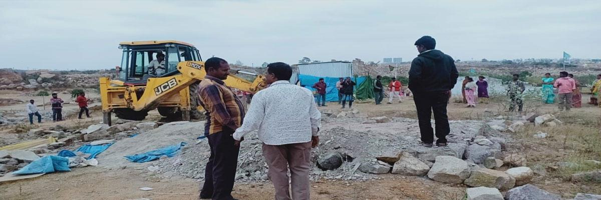 Illegal dwellers oppose demolition drive