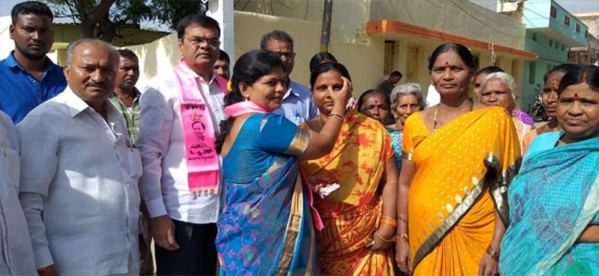 Corporator Padma goes door-to-door