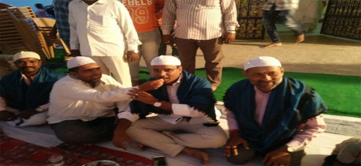 MLA Vivekanand attends Iftar
