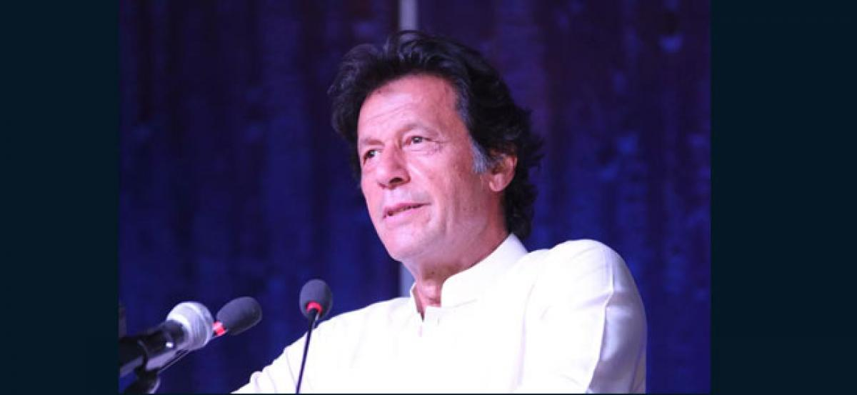 Nawaz should return looted money: Imran Khan