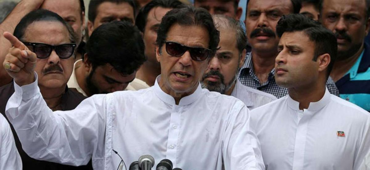 Imran all but certain to become Paks new PM as cracks appear within Opposition ranks
