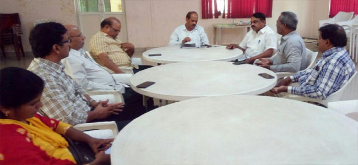 Journalists meet on May 15