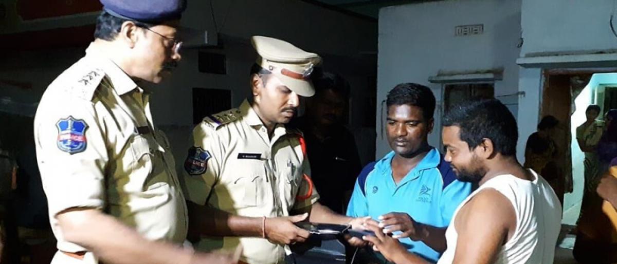 Police conduct cordon and search in Jadcherla