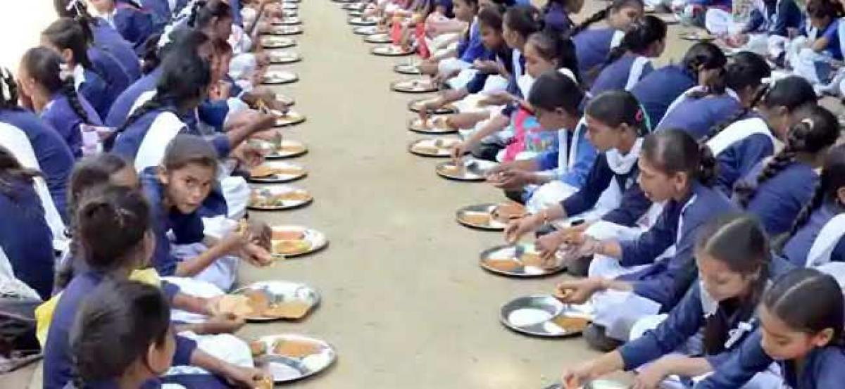 Jharkhand: One dead, around 100 sick after eating mid-day meal in school