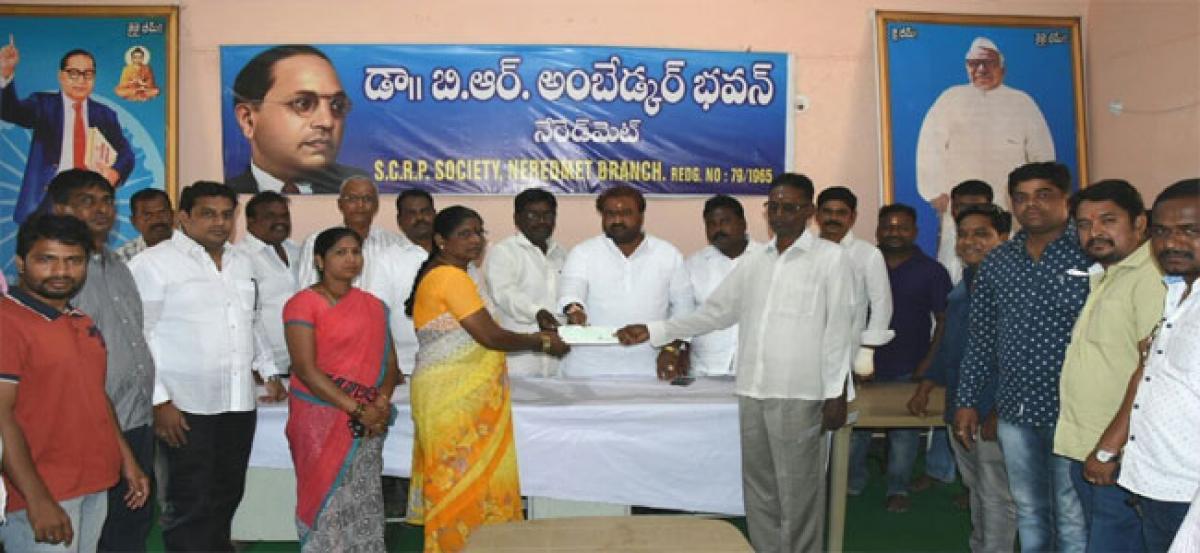 Corporator hands over Kalyana Lakshmi cheque