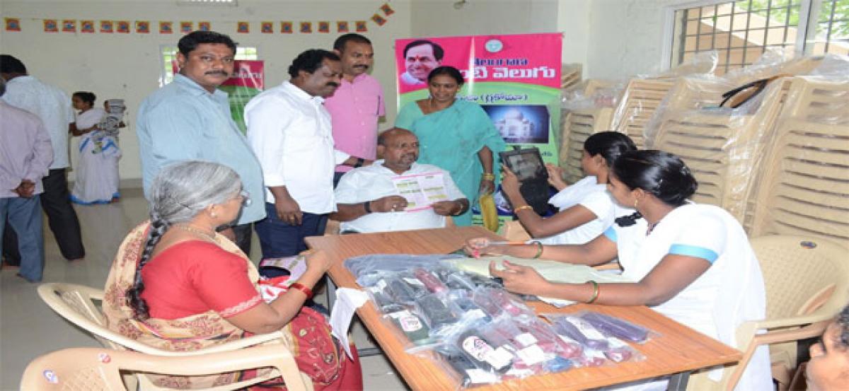 Mudraboina Srinivasa Rao visits Kanti Velugu centre