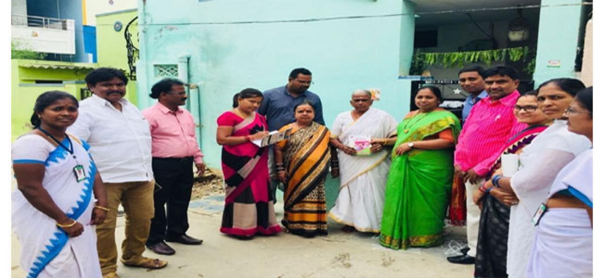 Sangeetha distributes Kanti Velugu slips
