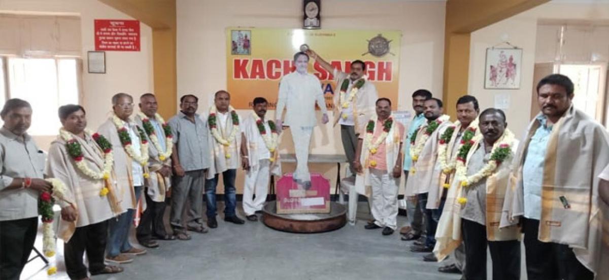 Kanchi Sangh performs palabhishekam to portrait of KCR