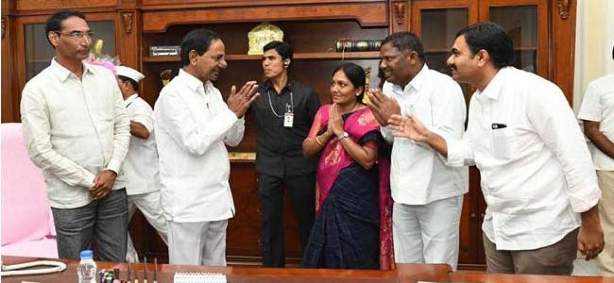 TRS leaders urge KCR not to give party ticket to Choppadandhi MLA