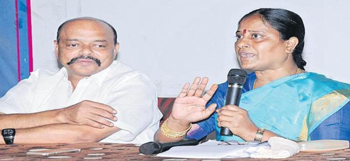 KCR governance is like Tughlaq rule: Konda Surekha