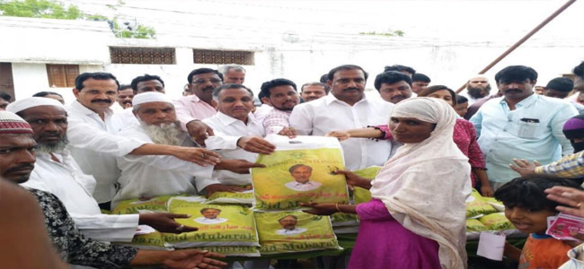 Legislator, Corporator distribute clothes to Muslims