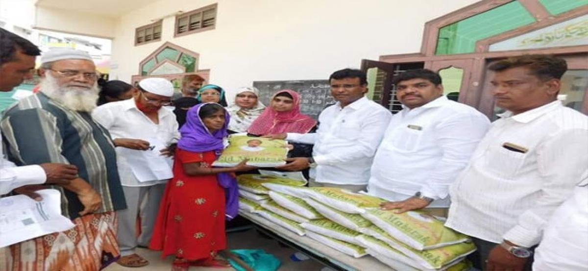 MLA KP Vivekanand distributes Ramzan gifts